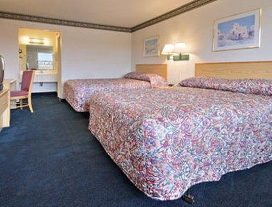 Ramada Clinton: Standard Two Double Bed Room