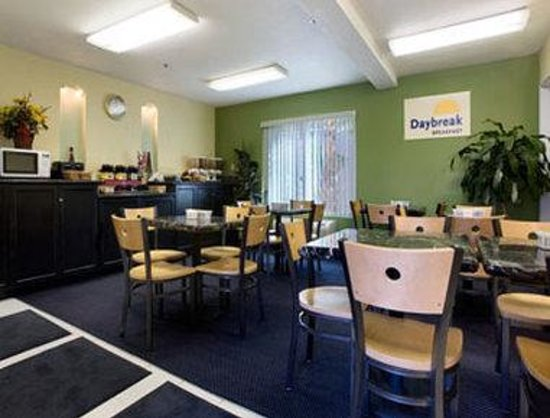 Days Inn & Suites Fountain Valley/Huntington Beach: Breakfast Area