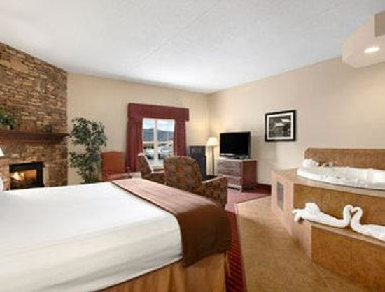 Ramada Pigeon Forge North: Jacuzzi Suite