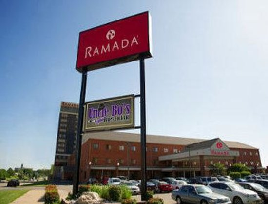 Ramada Topeka Downtown Hotel and Convention Center: Welcome to the Ramada Topeka Convention Center