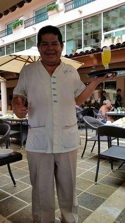 Crown Paradise Golden Resort Puerto Vallarta: Best waiter in Bella Vista - Juan
