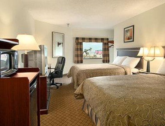 Days Inn Biloxi Beach: Standard Two Double Bed Room