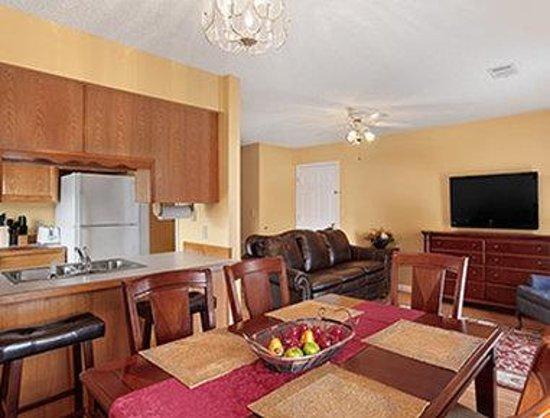 Days Inn Branson/Near the Strip: Family Suite