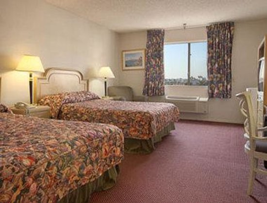 Ramada Los Angeles/Wilshire Center: Room with Two Full Size Beds