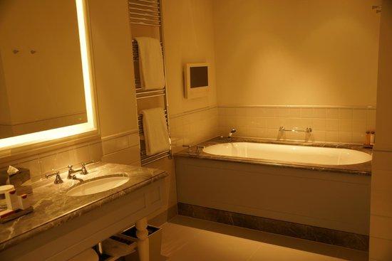 Waldorf Astoria Amsterdam: banheiro