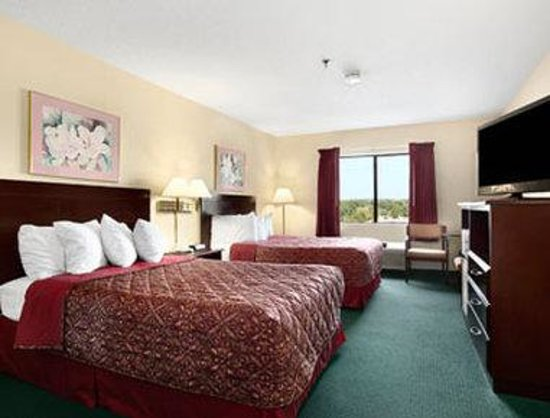 Ramada Limited Tell City : Standard Two Double Bed Room