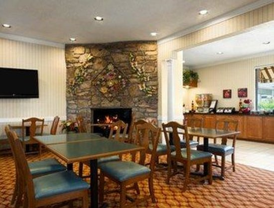 Ramada Asheville Southeast: Breakfast Area