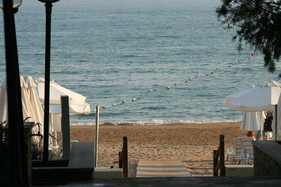 Barut Arum: Walking onto Beach