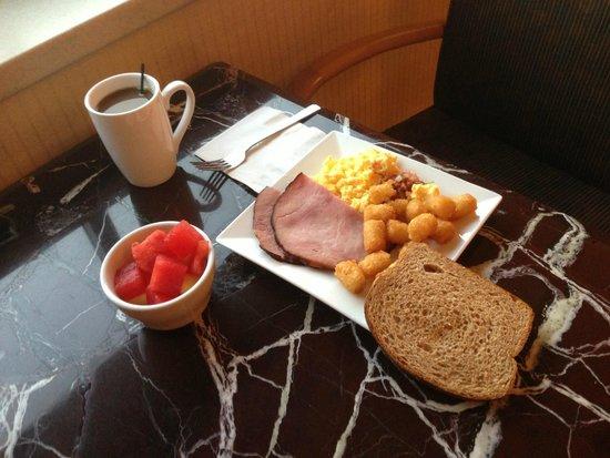 Hilton San Francisco Airport Bayfront: Executive Lounge breakfast