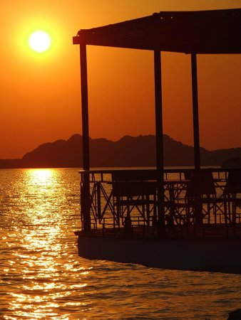 Hotel Poseidon Resort : Sunset colours from the resort