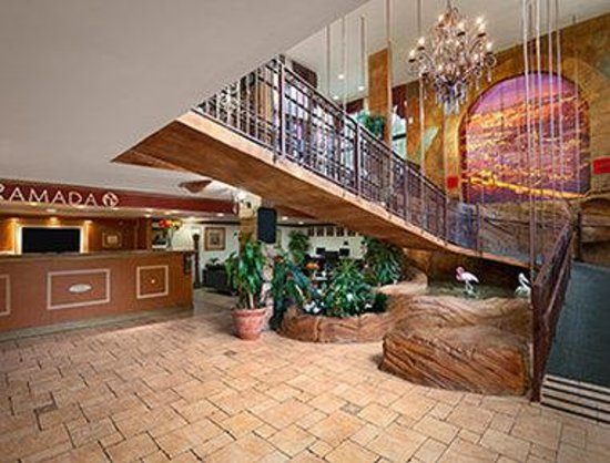 Ramada Hollywood Downtown: Lobby
