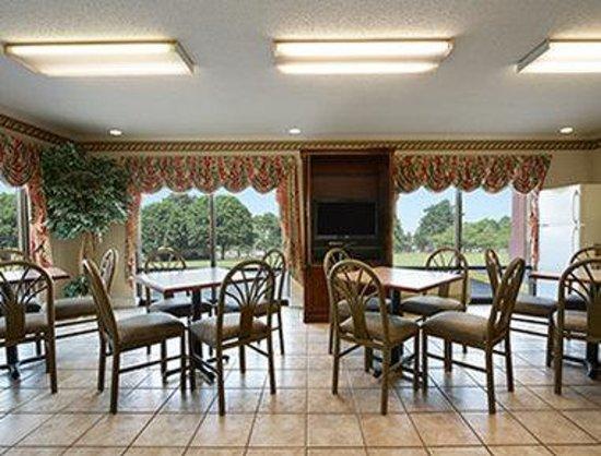 Days Inn Lugoff : Breakfast Area