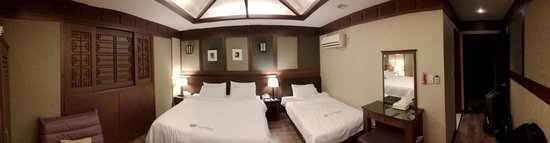 Hotel Sunbee: Pano of room