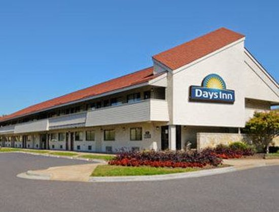 Welcome to the Days Inn Overland Park