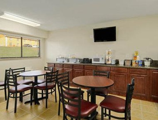 Days Inn Overland Park : Breakfast Area