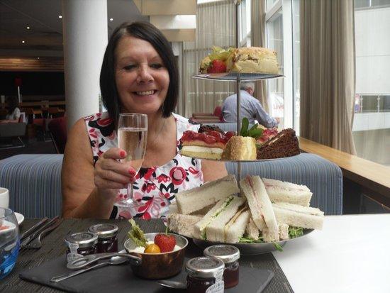 Novotel Sheffield Centre: yum yum afternoon tea