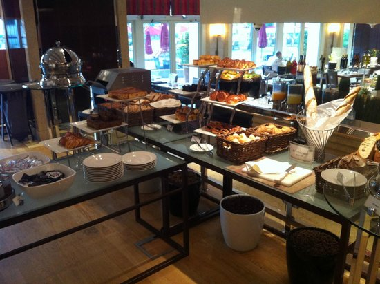 Khalidiya Palace Rayhaan by Rotana: Breakfast buffet