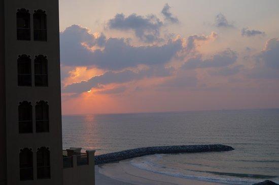 Bahi Ajman Palace Hotel: закат