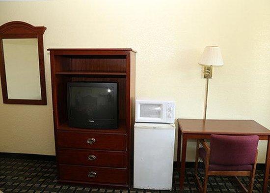 Potomac Inn: Rodeway Furn