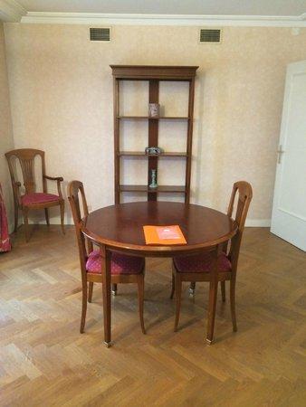 Warwick Reine Astrid - Lyon: salon