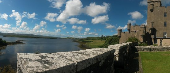 Dunvegan Castle & Gardens: Onto the loch