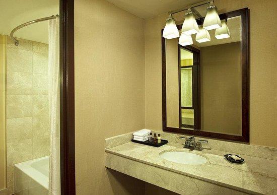 Sheraton Pentagon City Hotel: Guest Bathroom