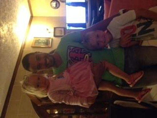Green Grove Guest House: På billedet ser man Sean med mine to børn :-)