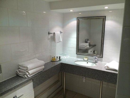 York Marriott Hotel : Bathroom Counter