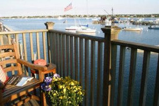 The Cottages at Nantucket Boat Basin: Deck on the harbor