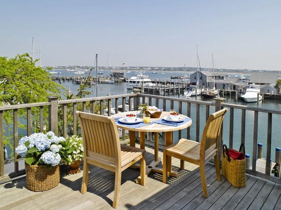 The Cottages at Nantucket Boat Basin: Deck in Crows Nest Studio