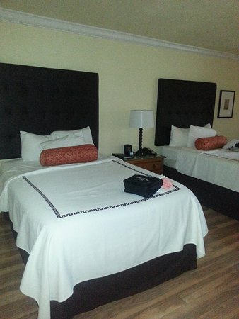 Shula's Hotel & Golf Club: beds