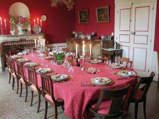 Monhoudou, Frankreich: Dining Room all dressed for dinner