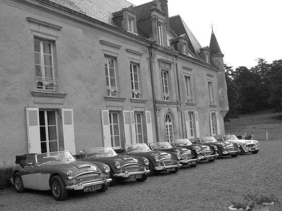 Monhoudou, Frankreich: Classic cars andChateau