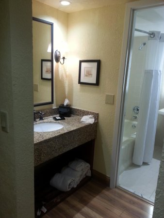 Shula's Hotel & Golf Club : bathroom