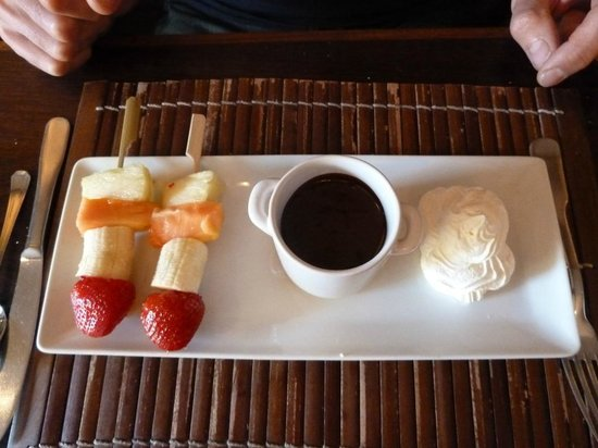 KUDeTA : Fruit kebab with chocolate soup.