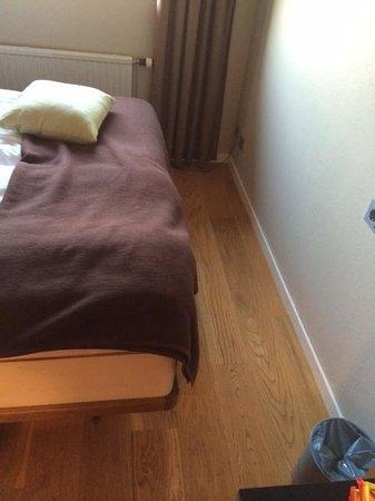 Arken Hotel & Art Garden Spa : Dette er plassen man har tilgjengelig til å plassere kofferten.......