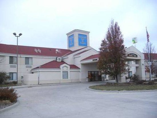 Syracuse Inn and Suites: Exterior