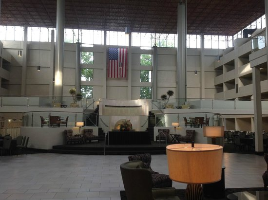 Crowne Plaza Indianapolis Airport: Lobby Area