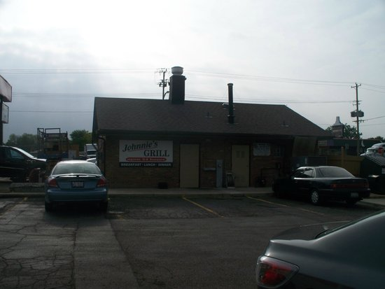 Johnnie's Grill: back side of Johnnie's From Regal Inn parking lot