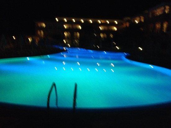 Grupotel Mar de Menorca: Pool at night