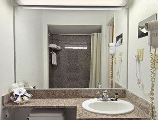 Travelodge San Francisco Central: Bathroom