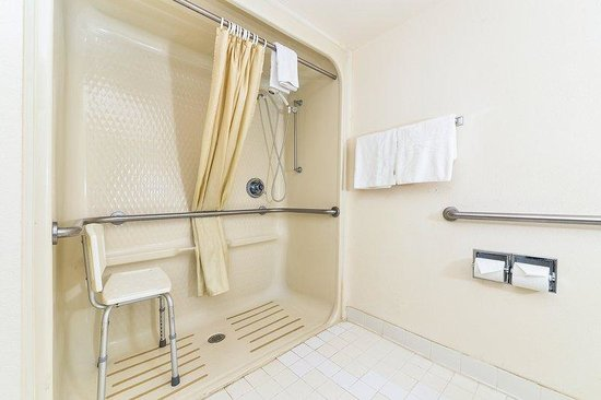 Americas Best Value Inn & Suites - Morrow / Atlanta: Accessible Bathroom