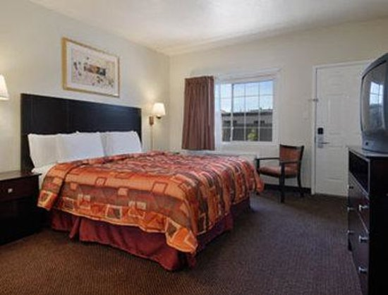 Super 8 Monterey: Standard King Bed Room
