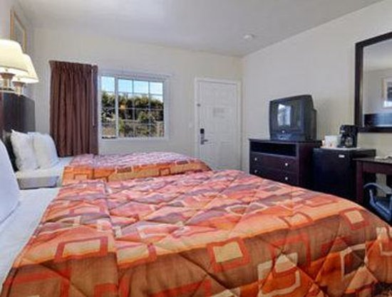 Super 8 Monterey: Standard Two Double Bed Room
