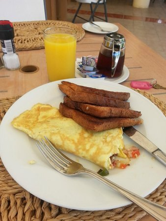 Anguilla Great House Beach Resort : French toast and orange juice were delicious! Ham omelette was average