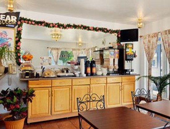 Travelodge Walla Walla: Breakfast Area.