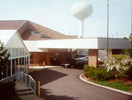 Travelodge Cleveland/Willoughby: Exterior