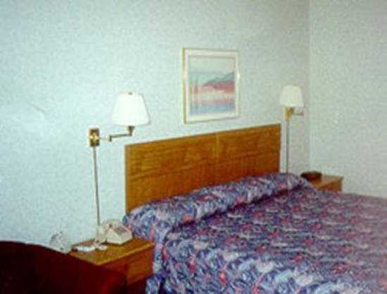 Travelodge Cleveland/Willoughby: Queen Guest Room