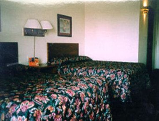 Travelodge Cleveland/Willoughby: 2 Queen Guest Room