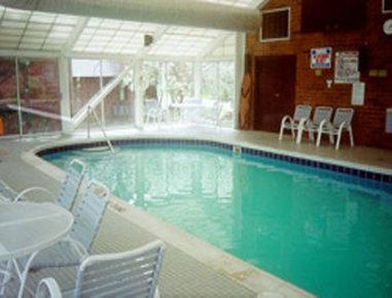 Travelodge Cleveland/Willoughby: Indoor Heated Pool